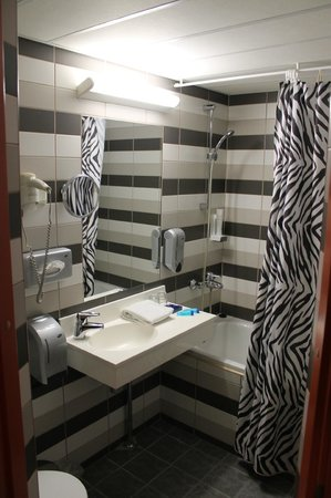 Strand Spa & Conference Hotel: 2nd floor bathroom