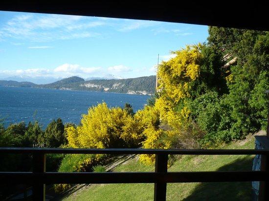 Apart Hotel Cabañas Balcón al Lago: Cabaña 2 - Vista desde el living