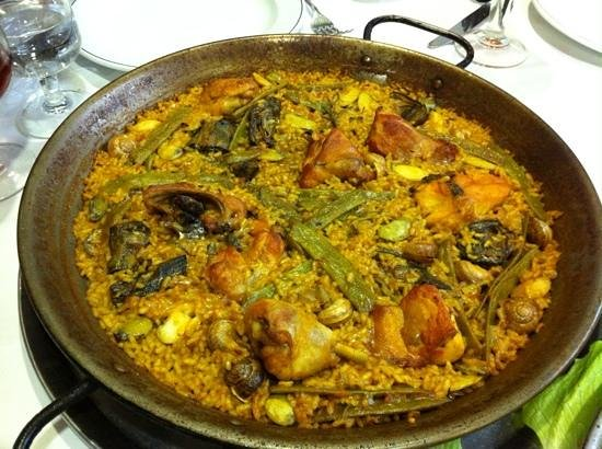 Casa Roberto : Traditional Paella with chicken and rabbit