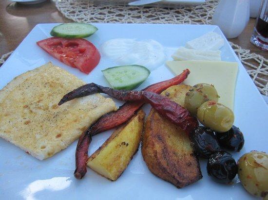 Osmanhan Hotel: Yum - breakfast