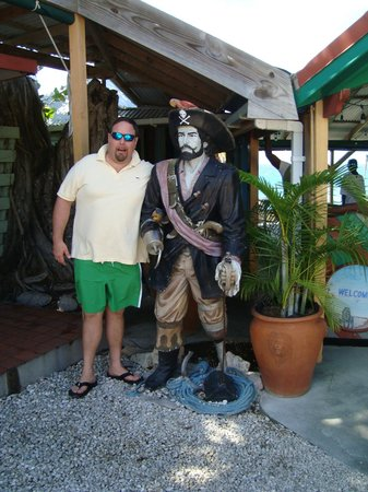 Pushcart Restaurant &  Bar: captain gus with the pirate outside Pushcart