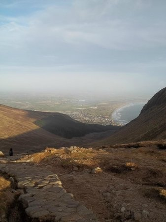 Irlanda do Norte, UK: Newcastle, Dundrum bay and the path up from Donard Park