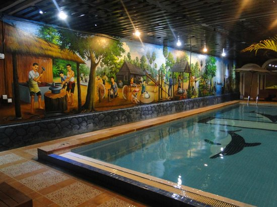 King Fy Hotel: Piscina