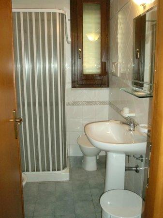 Oliver Hotel: bagno con doccia