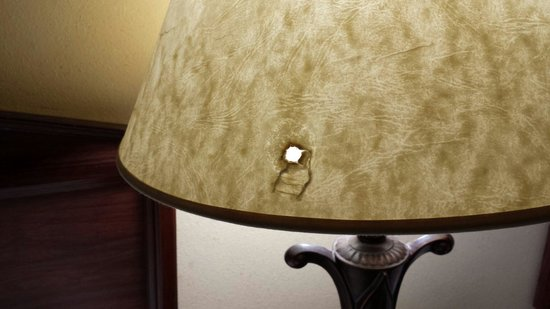 Baymont Inn & Suites Smithfield: Hole in lampshade