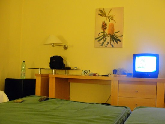 Santa Maria Hotel -- Fatima: quarto