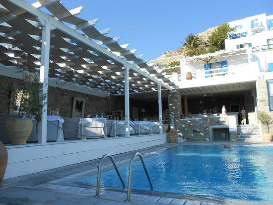 Myconian Ambassador Relais & Chateaux Hotel : Pool mit Poolbar