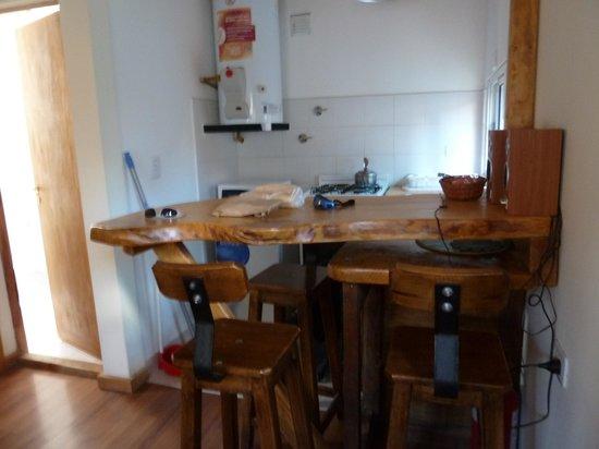 cocina y mesa para comer - Bild von In.land.sis Guesthouse, El ...