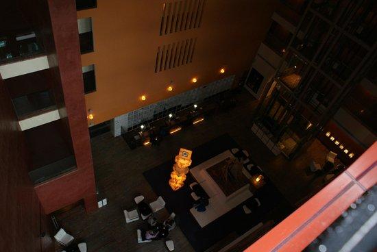 Melia Bilbao: Hotel hall