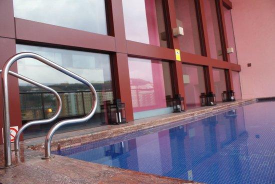 Melia Bilbao: The pool