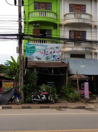 Janine cafe: Looking at the Jenine cafe from Serene Hotel