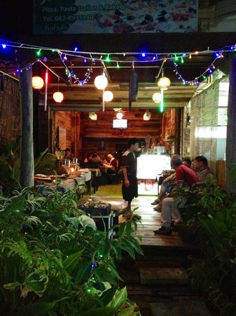Janine cafe : Lovely at night!