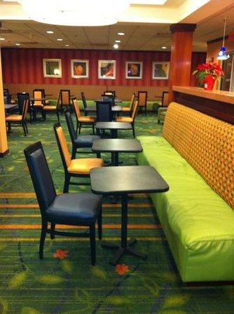Fairfield Inn & Suites by Marriott Newark Liberty International Airport : The breakfast room