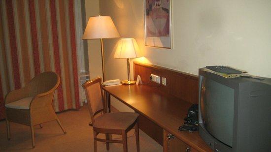 Hotel Alexandersbad: Der schöne Schreibtisch
