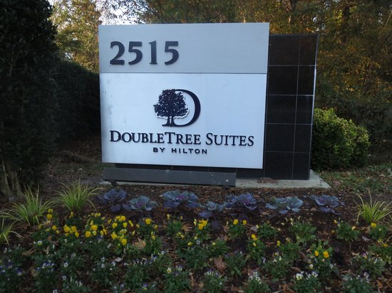 DoubleTree Suites by Hilton Hotel Raleigh-Durham : sign