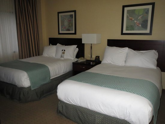DoubleTree Suites by Hilton Hotel Raleigh-Durham : bedroom