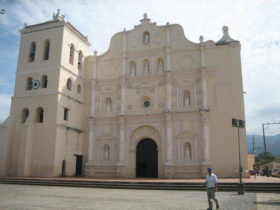 Hotel La Posada De Mi Viejo : Iglesia Colonial
