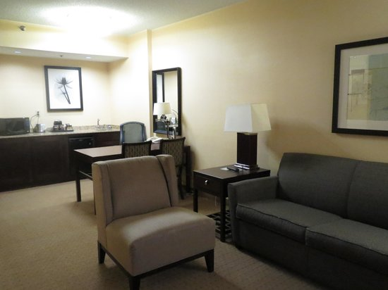 DoubleTree Suites by Hilton Hotel Raleigh-Durham : work area + kitchenette