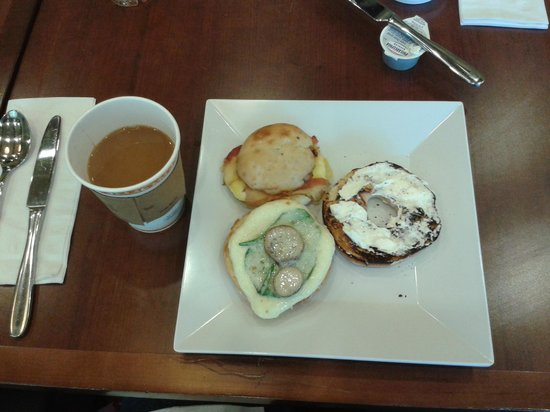 Hyatt Place Riverside Downtown: Monday morning breakfast