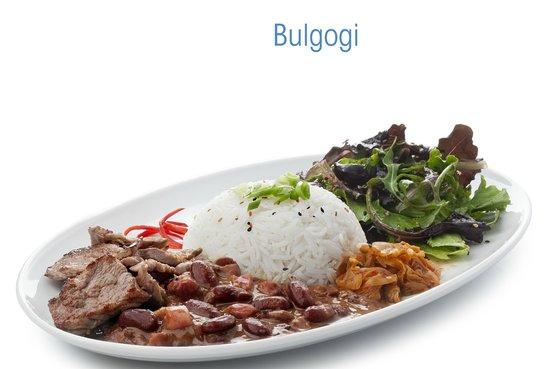 Peda os de carne de vaca grelhados e servidos com molho for 77 chinese cuisine