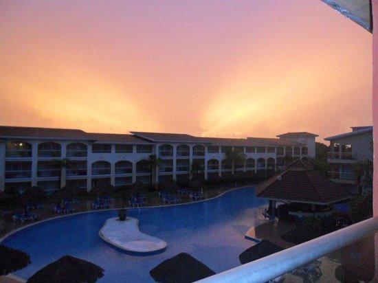 Sandos Playacar Beach Resort: sunrise from room