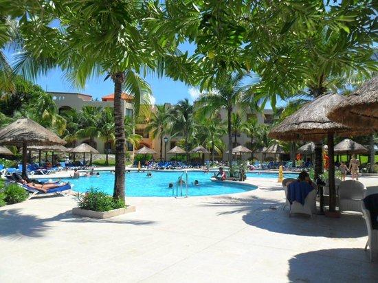 Sandos Playacar Beach Resort: main pool area