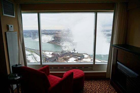 Niagara Falls Marriott Fallsview Hotel & Spa : Outside view from the room