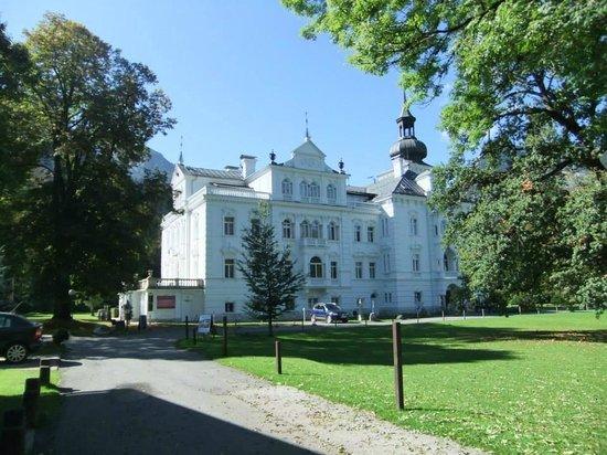 Hotel Schloss Grubhof: Schloss Grubhof on a sunny day