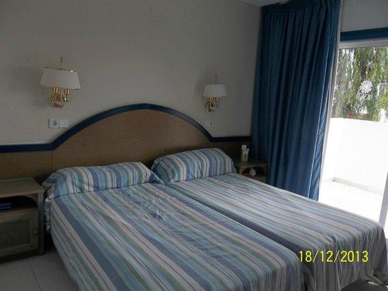 HL Paradise Island : dormitorio y terraza trasera. Tumbado no te ven de la calle.