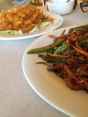 Fortune Inn: Pungent Chicken and Shredded Beef