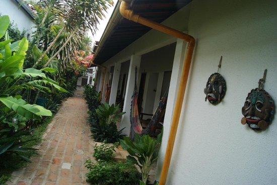 Pousada Pedra Furada: entrada dos apartamentos com disponibilidade de redes para os hospedes