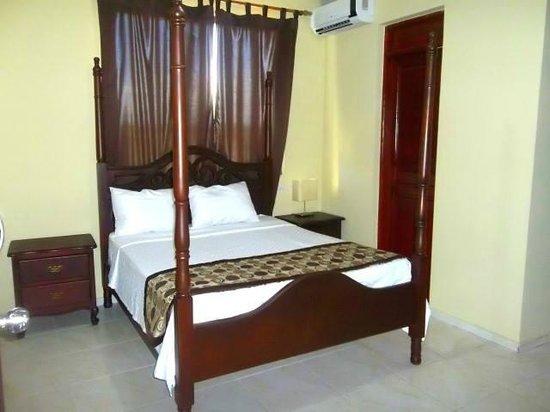 Hotel Marbella: www.marbellamontecristi.com
