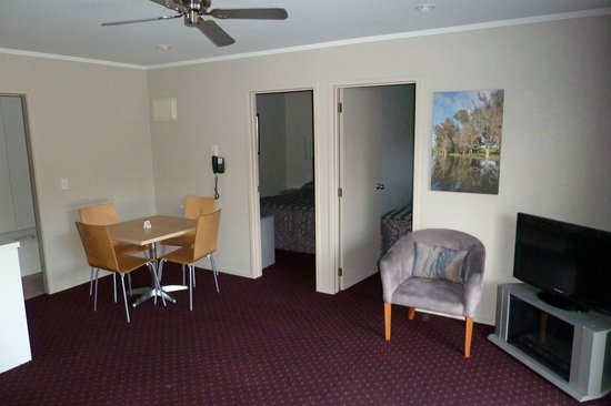 Manukau Motor Lodge: two bedroom