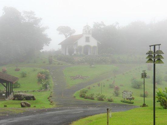 El Silencio de Los Angeles Cloud Forest Reserve: The chapel in the fog.