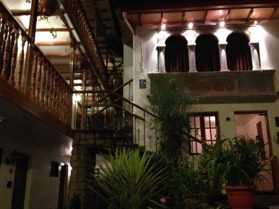 Hotel Rumi Punku: yard 1