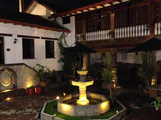 Hotel Rumi Punku: yard 2