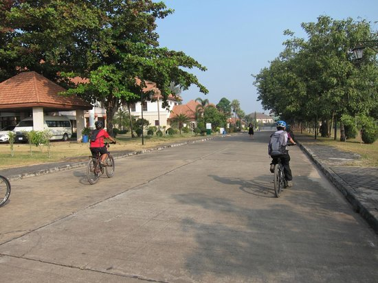Vientiane ByCycle: Cycling around