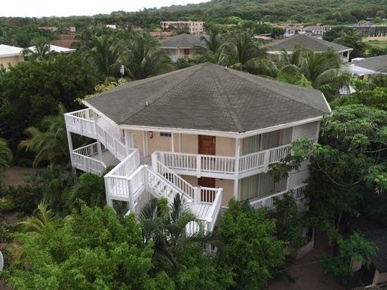 Paradise Beach Hotel : Our building with our suite.