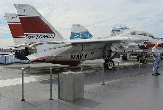 Intrepid Sea, Air & Space Museum : Grumman F-14 super TOM CAT