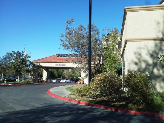 Embassy Suites by Hilton Temecula Valley Wine Country : Vista por fuera