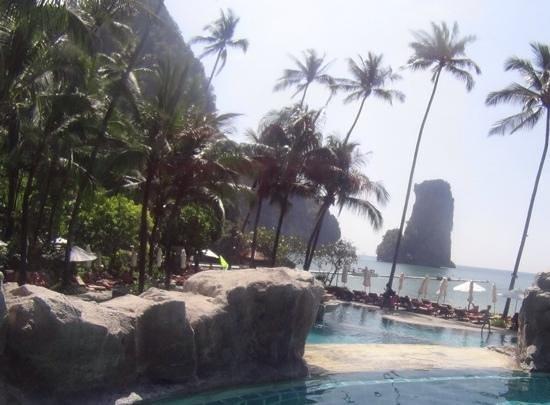 Centara Grand Beach Resort & Villas Krabi: poolside