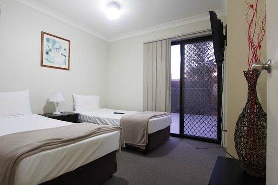 Island Beach Resort: 2nd Bedroom with TV