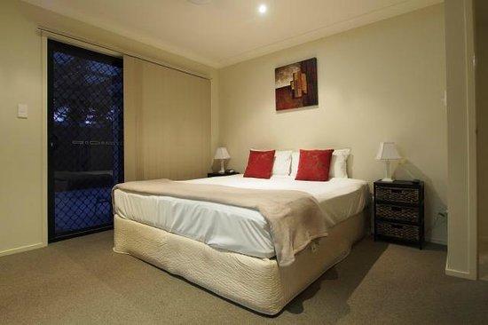 Island Beach Resort: Main Bedroom with TV