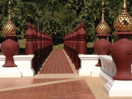 Royal Park Rajapruek: Royal Gardens - wheel chair access to the royal pavilion