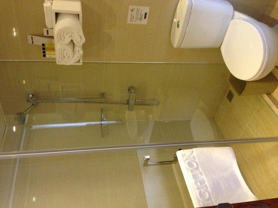 Brighton Hotel Hong Kong: Bathroom