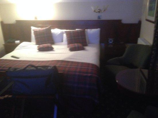 BEST WESTERN Scores Hotel: Huge comfy bed
