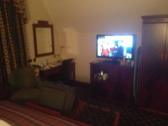 BEST WESTERN Scores Hotel: Spacious room