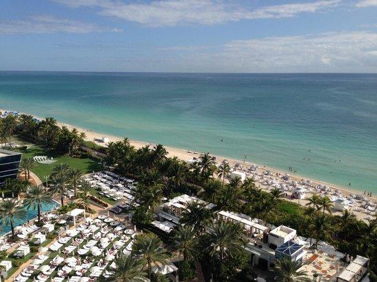Fontainebleau Miami Beach: Miami beach and pool area