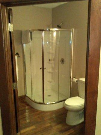 The Riverfront Event Center & Hotel: bathroom