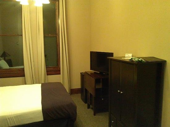 The Riverfront Hotel: room#9